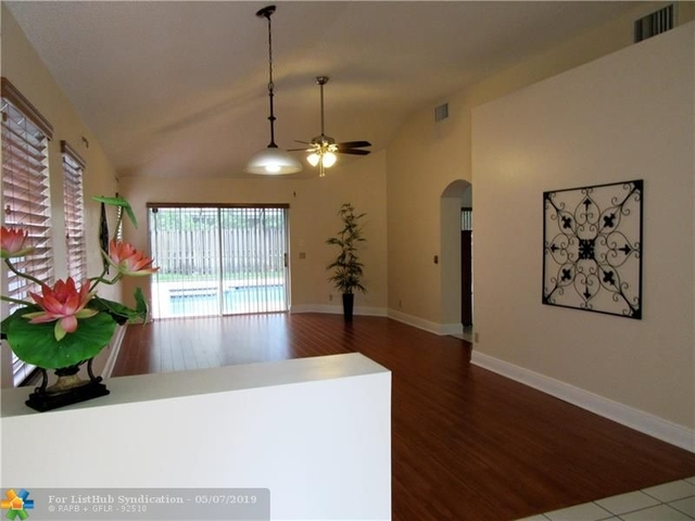 3 Bedrooms, Forest Ridge Rental in Miami, FL for $2,850 - Photo 2