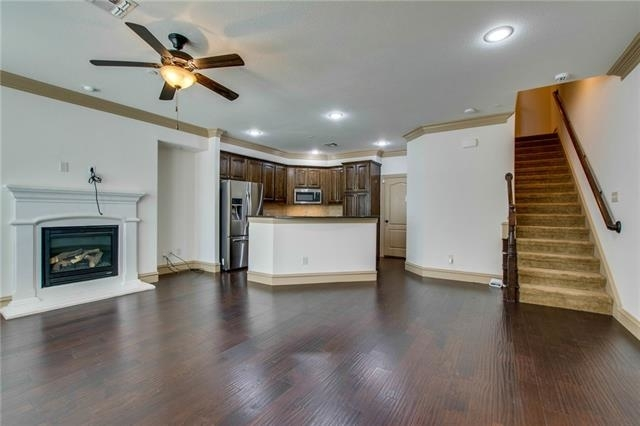 3 Bedrooms, The Town Homes at Legacy Town Center Rental in Dallas for $2,600 - Photo 2