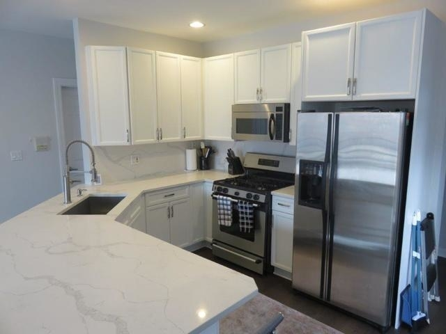 2 Bedrooms, Goose Island Rental in Chicago, IL for $2,700 - Photo 2