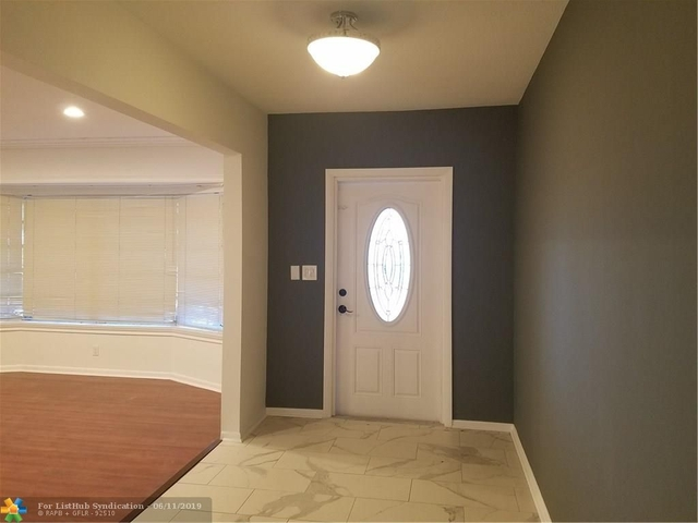 3 Bedrooms, Davie Rental in Miami, FL for $3,800 - Photo 2