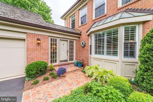 3 Bedrooms, McLean Rental in Washington, DC for $5,300 - Photo 2