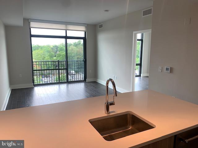 2 Bedrooms, Bethesda Rental in Washington, DC for $3,215 - Photo 2