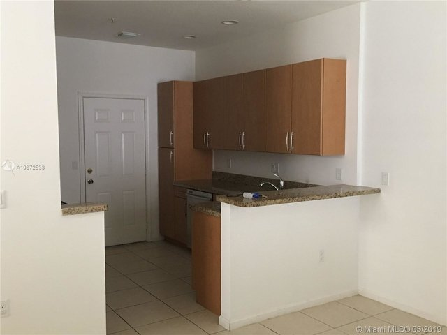 3 Bedrooms, Sawgrass Lakes Rental in Miami, FL for $2,400 - Photo 2