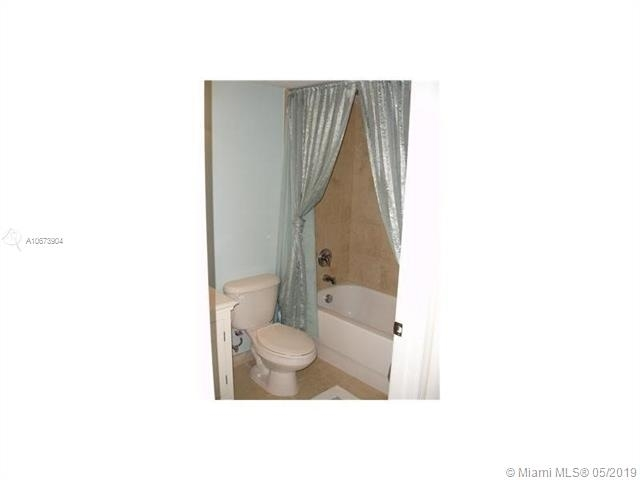 3 Bedrooms, Emerald Isles Rental in Miami, FL for $1,700 - Photo 2