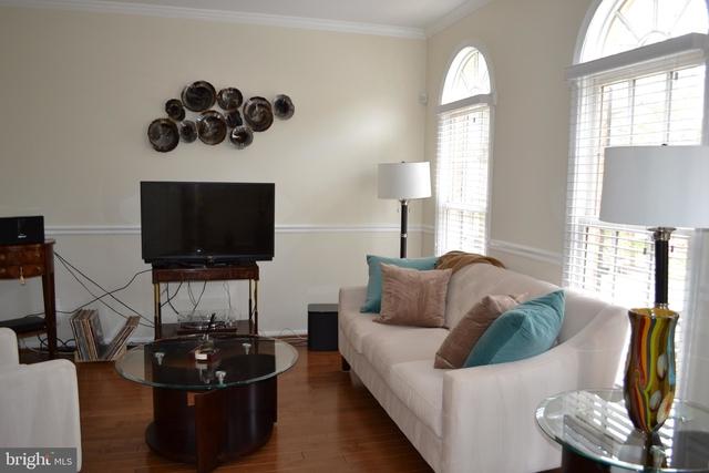 4 Bedrooms, Fallsgrove Rental in Washington, DC for $3,100 - Photo 2
