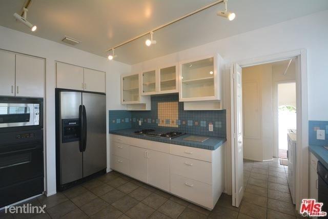 2 Bedrooms, Westwood Rental in Los Angeles, CA for $4,295 - Photo 2
