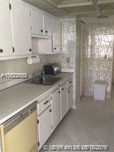 1 Bedroom, Golden Shores Ocean Boulevard Estates Rental in Miami, FL for $1,550 - Photo 2