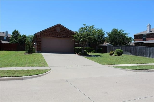 3 Bedrooms, Wylie Rental in Dallas for $1,800 - Photo 2