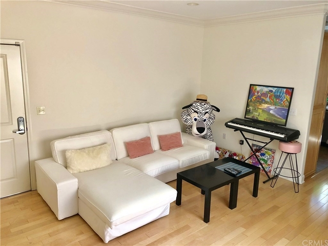 2 Bedrooms, NoHo Arts District Rental in Los Angeles, CA for $2,600 - Photo 2