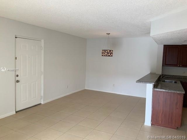 2 Bedrooms, Country Lake Rental in Miami, FL for $1,600 - Photo 2