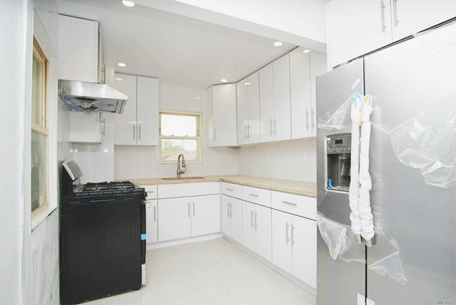 3 Bedrooms, Bayside Rental in Long Island, NY for $2,500 - Photo 1