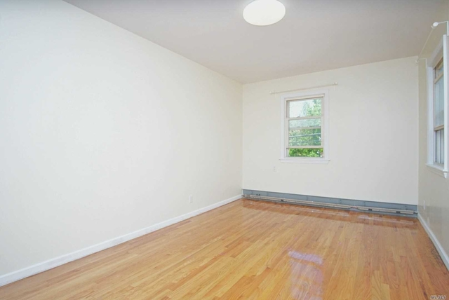 3 Bedrooms, Bayside Rental in Long Island, NY for $2,500 - Photo 2