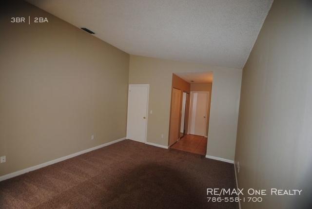 3 Bedrooms, Falcon's Lea Rental in Miami, FL for $2,450 - Photo 2