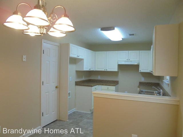 3 Bedrooms, The Village at Regency Park Rental in Atlanta, GA for $1,210 - Photo 2