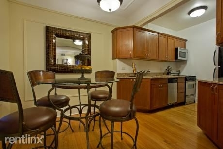 2 Bedrooms, Gold Coast Rental in Chicago, IL for $2,510 - Photo 2