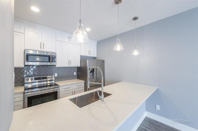 2 Bedrooms, Marlborough Square Condominiums Rental in Houston for $1,800 - Photo 1