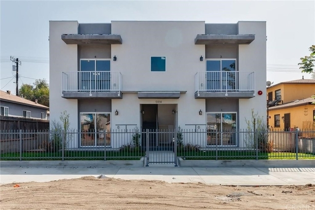 1 Bedroom, Mid-Town North Hollywood Rental in Los Angeles, CA for $2,100 - Photo 2