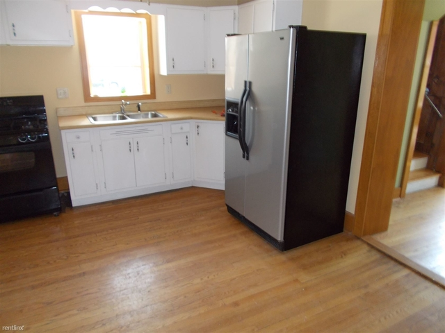 3 Bedrooms, Thornton Rental in Chicago, IL for $1,200 - Photo 2