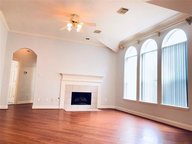 4 Bedrooms, Sugar Lakes Rental in Houston for $2,470 - Photo 2