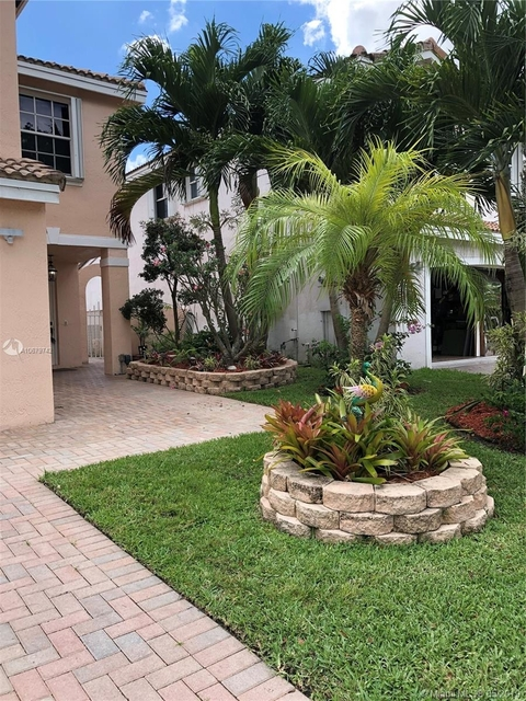 4 Bedrooms, Stirling Meadows Rental in Miami, FL for $3,300 - Photo 2