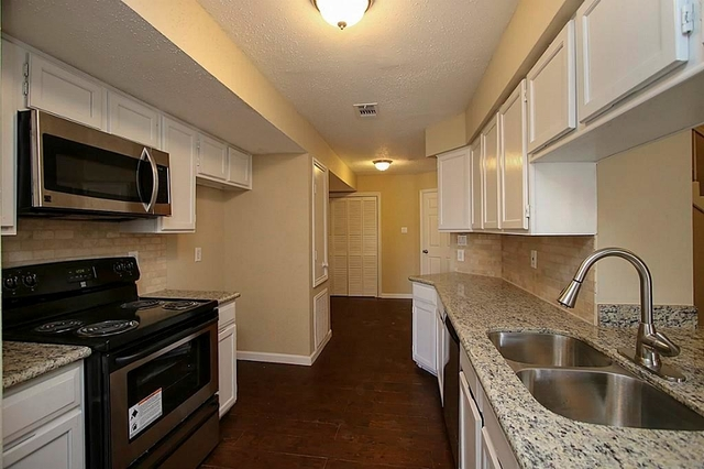2 Bedrooms, Westmount Square Townhouses Rental in Houston for $1,590 - Photo 2