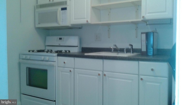2 Bedrooms, Belle Haven Rental in Washington, DC for $1,650 - Photo 2