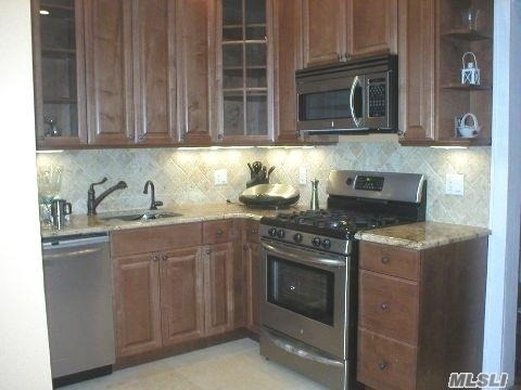 3 Bedrooms, Central District Rental in Long Island, NY for $3,400 - Photo 2