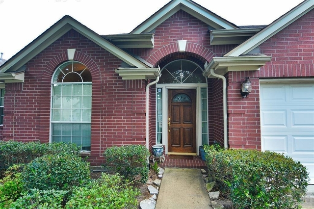 3 Bedrooms, Clear Brook Meadows Rental in Houston for $1,725 - Photo 2