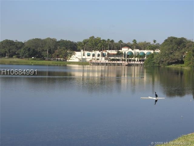 2 Bedrooms, Whitehall of Pine Island Rental in Miami, FL for $1,700 - Photo 1