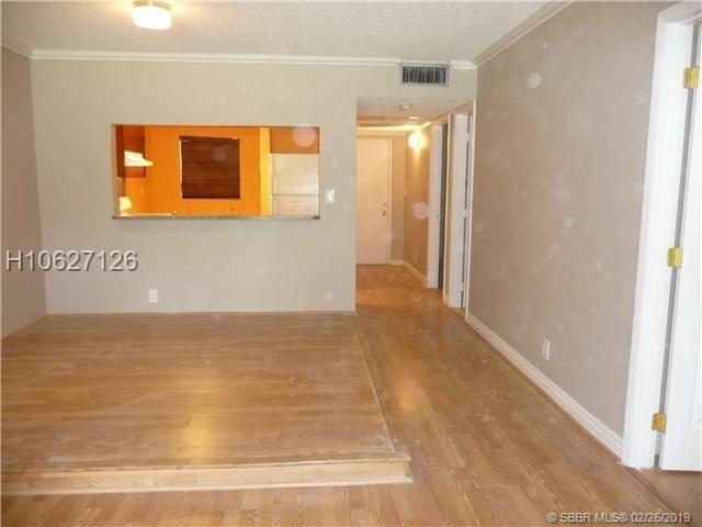 2 Bedrooms, Tangerine Condominiums of Pine Island Rental in Miami, FL for $1,450 - Photo 1