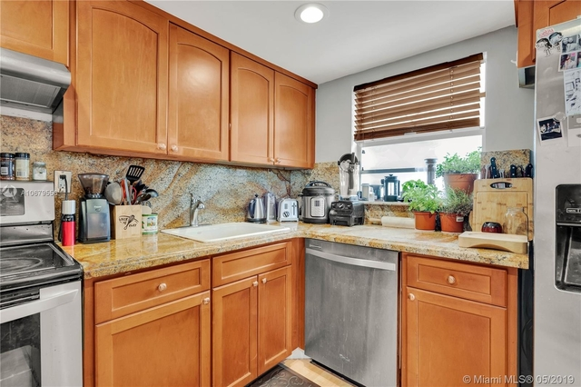 2 Bedrooms, West Avenue Rental in Miami, FL for $2,500 - Photo 2