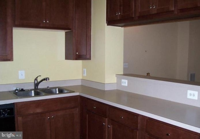 3 Bedrooms, The Commons on William Square Condominiums Rental in Washington, DC for $1,690 - Photo 2