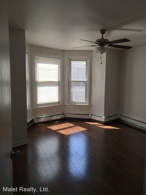 2 Bedrooms, Gold Coast Rental in Chicago, IL for $2,100 - Photo 2