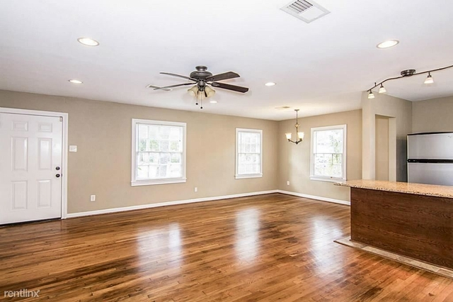 3 Bedrooms, Silverdale Rental in Houston for $1,950 - Photo 2