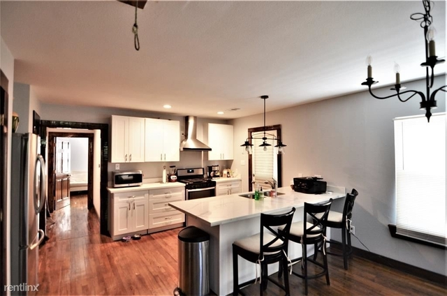 3 Bedrooms, Silverdale Rental in Houston for $1,895 - Photo 2