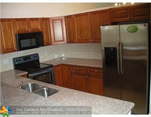 3 Bedrooms, Falcon's Lea Rental in Miami, FL for $2,400 - Photo 2