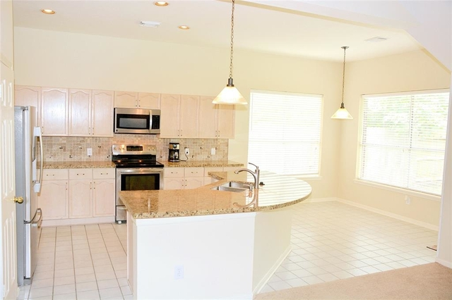 3 Bedrooms, High Meadows Rental in Houston for $1,800 - Photo 2