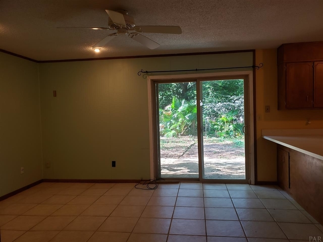 3 Bedrooms, Pine Forest Heights Rental in Pensacola, FL for $1,095 - Photo 2