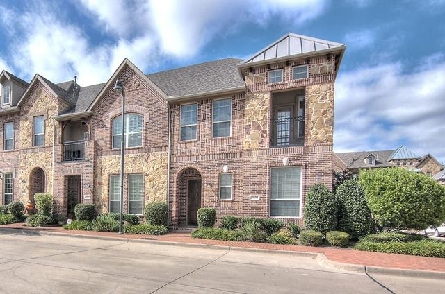 3 Bedrooms, The Town Homes at Legacy Town Center Rental in Dallas for $2,400 - Photo 1