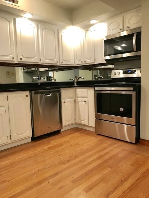 2 Bedrooms, Old Town Triangle Rental in Chicago, IL for $2,300 - Photo 2