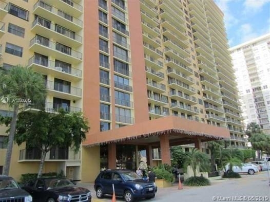 2 Bedrooms, Sunny Isles Beach Rental in Miami, FL for $1,950 - Photo 1