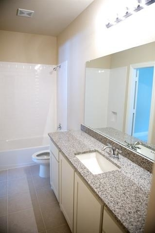 3 Bedrooms, The Town Homes at Legacy Town Center Rental in Dallas for $2,950 - Photo 2