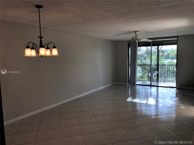 2 Bedrooms, Rolling Hills Golf & Tennis Club Rental in Miami, FL for $1,600 - Photo 2
