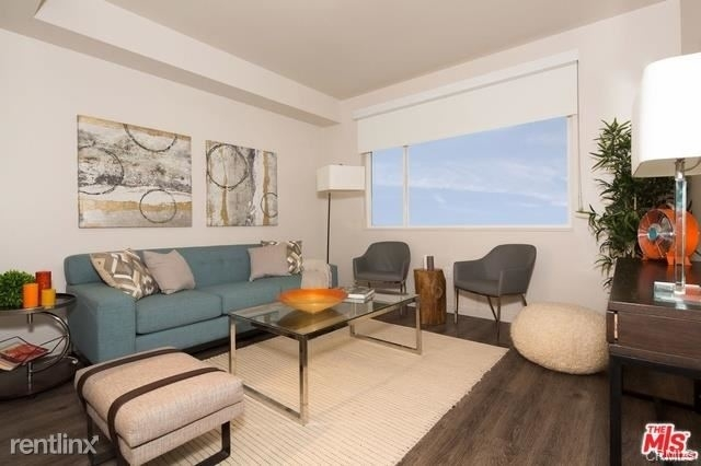 2 Bedrooms, Fashion District Rental in Los Angeles, CA for $3,860 - Photo 1