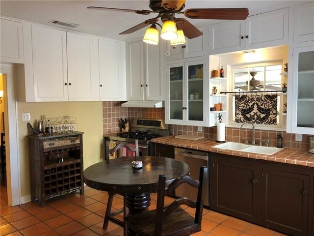 3 Bedrooms, Country Club Heights Rental in Dallas for $2,295 - Photo 2