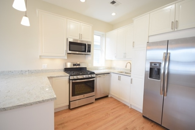 3 Bedrooms, North Center Rental in Chicago, IL for $2,495 - Photo 2