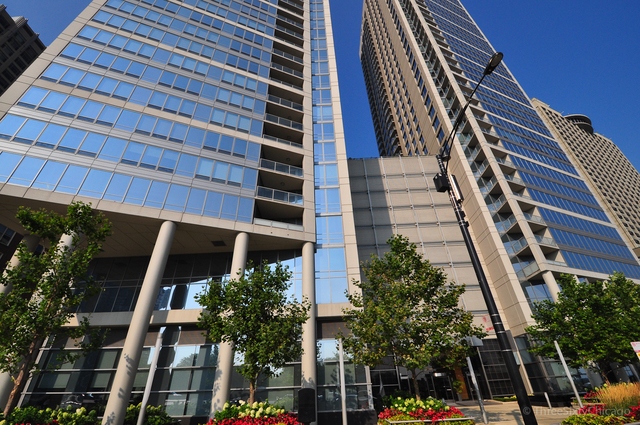 2 Bedrooms, Gold Coast Rental in Chicago, IL for $4,100 - Photo 1