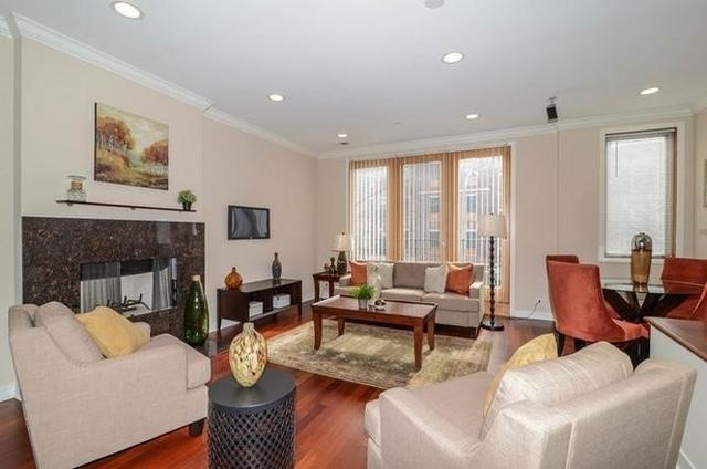 2 Bedrooms, Roscoe Village Rental in Chicago, IL for $2,850 - Photo 2