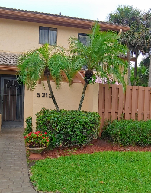 3 Bedrooms, The Fountains Country Club Rental in Miami, FL for $1,950 - Photo 1