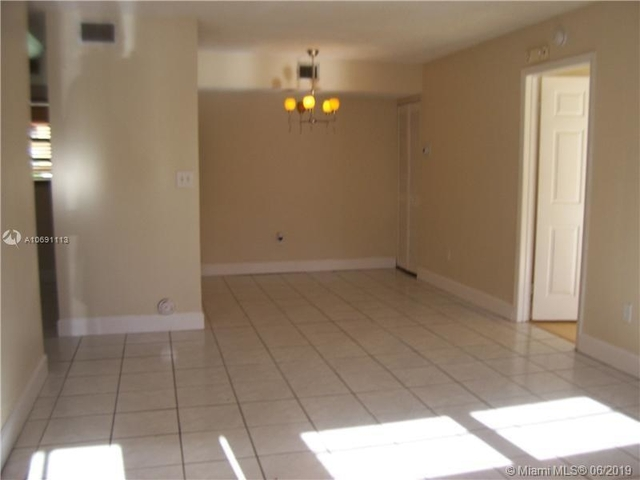 2 Bedrooms, Moors Townhouses Rental in Miami, FL for $1,450 - Photo 2